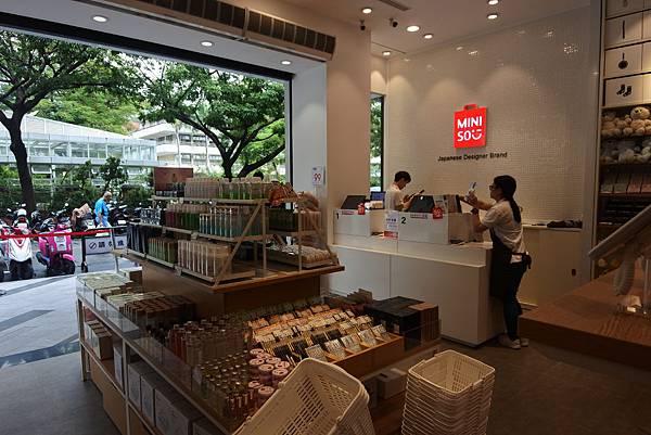 台中市MINISO台中一中店 (11).JPG