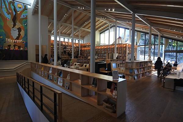 日本佐賀県武雄市こども図書館店 (1).JPG
