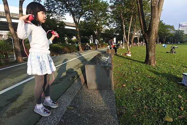 亞亞瘋跳繩 (13).JPG