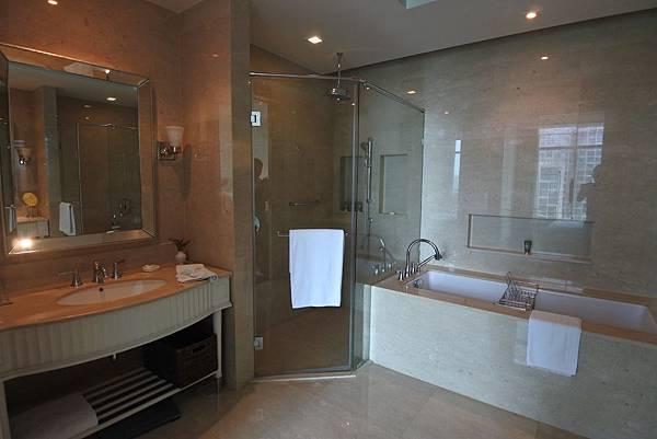 泰國曼谷ORIENTAL RESIDENCE BANGKOK:One Bedroom Suite Park View (15).JPG