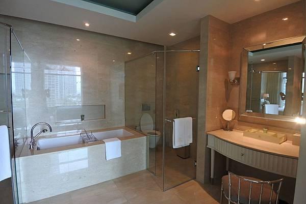 泰國曼谷ORIENTAL RESIDENCE BANGKOK:One Bedroom Suite Park View (16).JPG