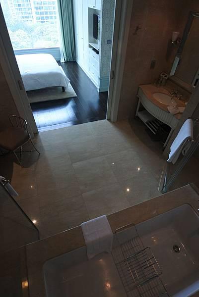 泰國曼谷ORIENTAL RESIDENCE BANGKOK:One Bedroom Suite Park View (18).JPG