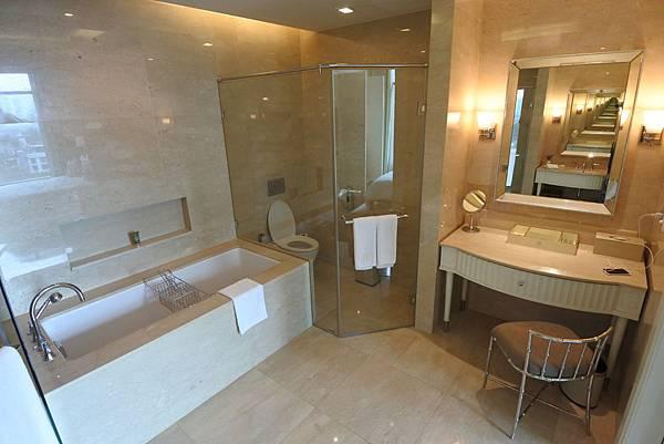 泰國曼谷ORIENTAL RESIDENCE BANGKOK:One Bedroom Suite Park View (29).JPG