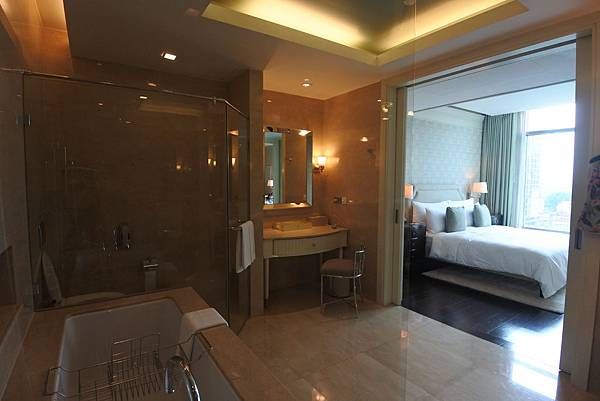 泰國曼谷ORIENTAL RESIDENCE BANGKOK:One Bedroom Suite Park View (36).JPG
