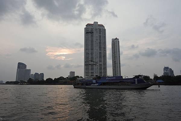 亞亞的泰國Free shuttle boat初體驗 (3).JPG