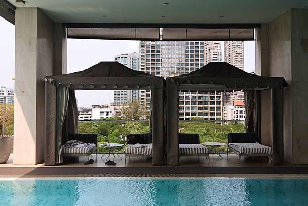 泰國曼谷ORIENTAL RESIDENCE BANGKOK:泳池 (1).JPG