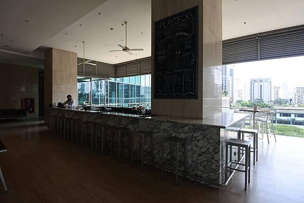泰國曼谷ORIENTAL RESIDENCE BANGKOK:泳池 (3).JPG