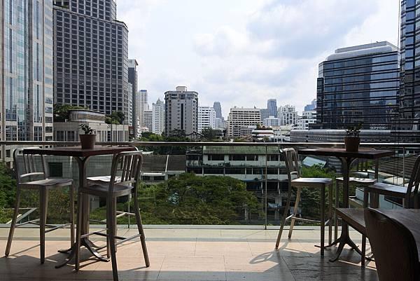 泰國曼谷ORIENTAL RESIDENCE BANGKOK:泳池 (4).JPG