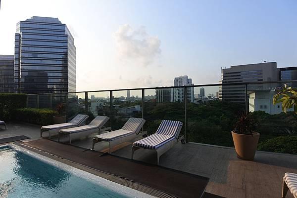 泰國曼谷ORIENTAL RESIDENCE BANGKOK:泳池 (9).JPG