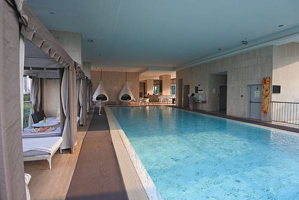 泰國曼谷ORIENTAL RESIDENCE BANGKOK:泳池 (10).JPG