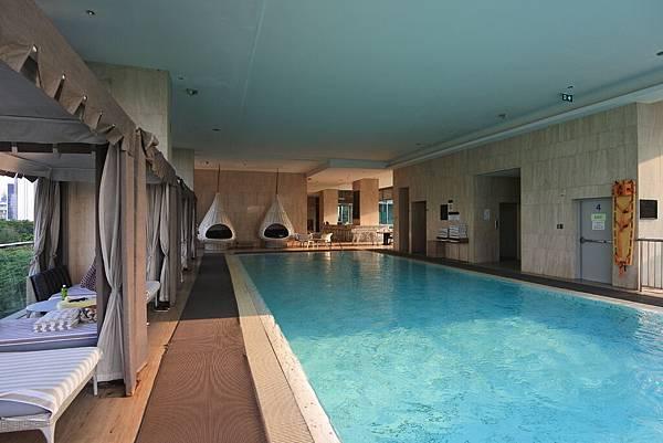 泰國曼谷ORIENTAL RESIDENCE BANGKOK:泳池 (13).JPG