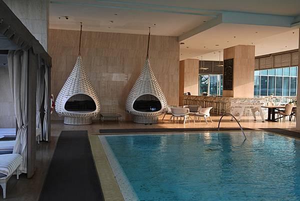 泰國曼谷ORIENTAL RESIDENCE BANGKOK:泳池 (14).JPG
