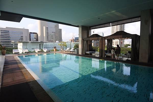 泰國曼谷ORIENTAL RESIDENCE BANGKOK:泳池 (18).JPG