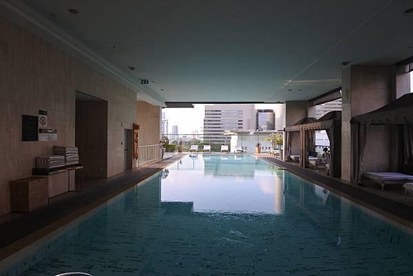 泰國曼谷ORIENTAL RESIDENCE BANGKOK:泳池 (19).JPG