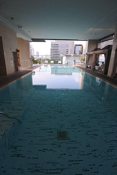 泰國曼谷ORIENTAL RESIDENCE BANGKOK:泳池 (20).JPG