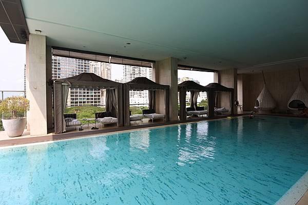 泰國曼谷ORIENTAL RESIDENCE BANGKOK:泳池 (25).JPG