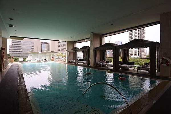 泰國曼谷ORIENTAL RESIDENCE BANGKOK:泳池 (24).JPG