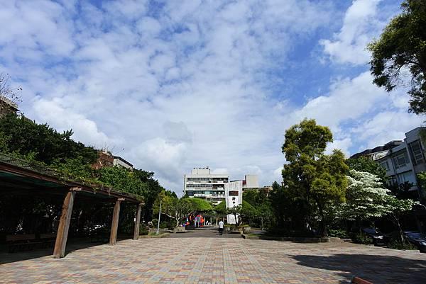 台北市新中公園 (6).JPG