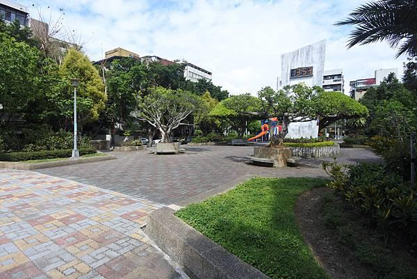台北市新中公園 (7).JPG