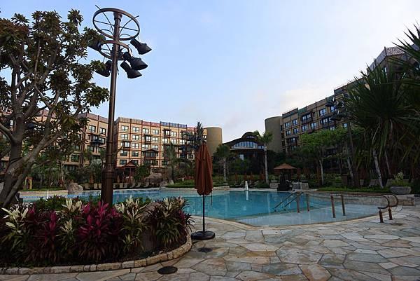 香港迪士尼探索家度假酒店:雨澄泳池 (1).JPG