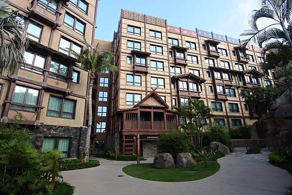 香港迪士尼探索家度假酒店:雨澄泳池 (2).JPG