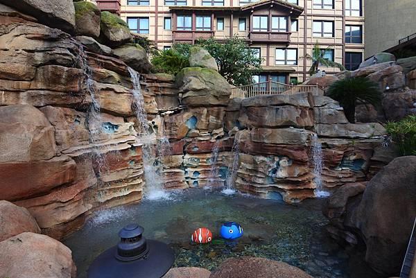 香港迪士尼探索家度假酒店:雨澄泳池 (6).JPG