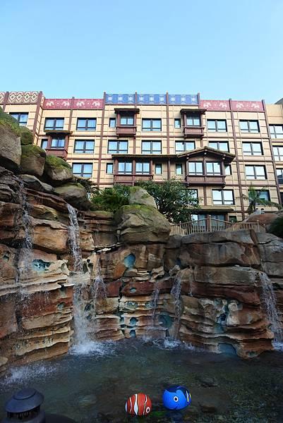 香港迪士尼探索家度假酒店:雨澄泳池 (7).JPG