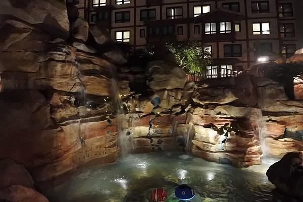 香港迪士尼探索家度假酒店:雨澄泳池 (11).JPG