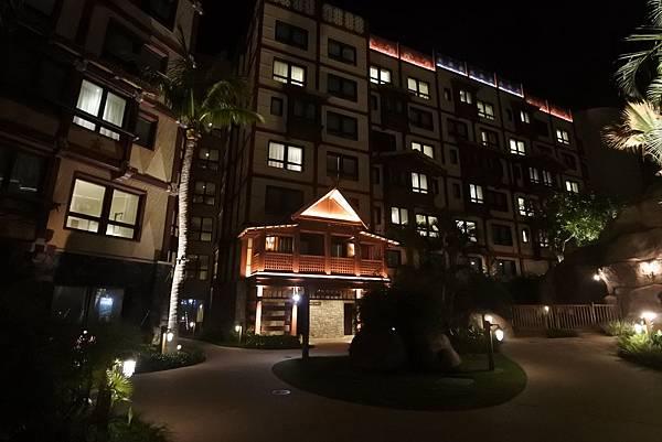 香港迪士尼探索家度假酒店:雨澄泳池 (14).JPG