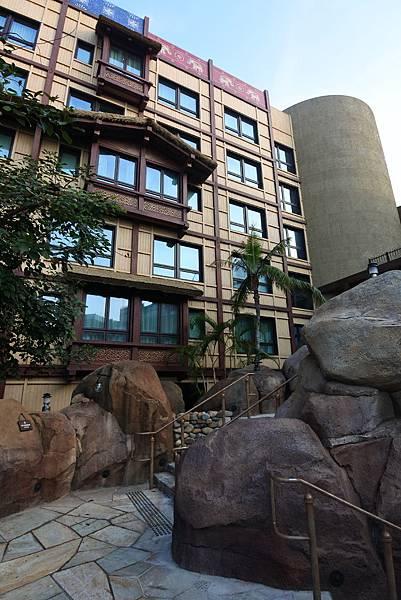 香港迪士尼探索家度假酒店:雨澄泳池 (18).JPG