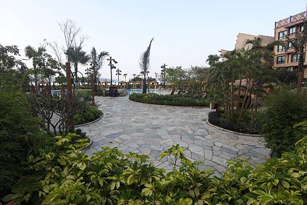 香港迪士尼探索家度假酒店:雨澄泳池 (25).JPG