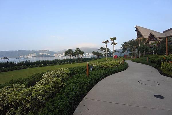 香港迪士尼探索家度假酒店:雨澄泳池 (26).JPG