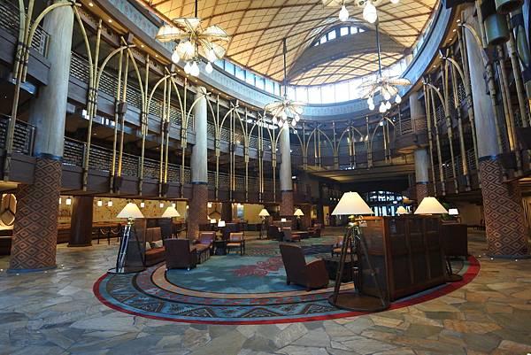 香港迪士尼探索家度假酒店:大堂 (2).JPG