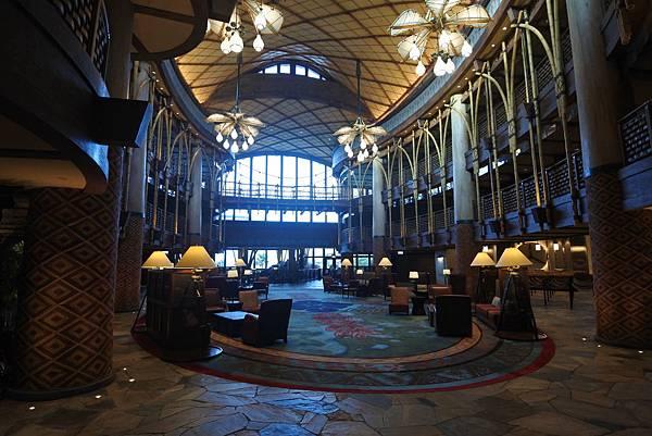 香港迪士尼探索家度假酒店:大堂 (7).JPG
