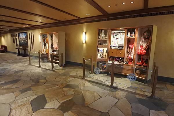 香港迪士尼探索家度假酒店:大堂 (18).JPG