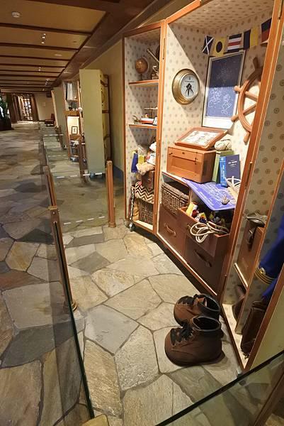 香港迪士尼探索家度假酒店:大堂 (35).JPG