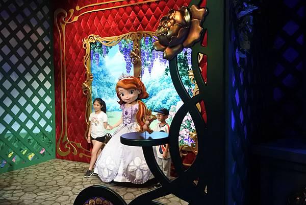 香港迪士尼樂園:公主皇室庭園 (2).JPG