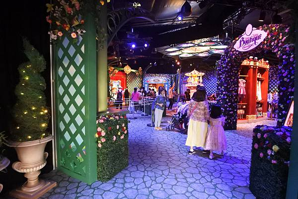 香港迪士尼樂園:公主皇室庭園 (11).JPG