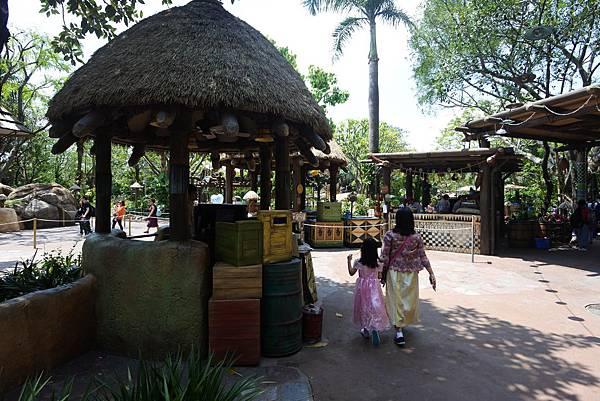 香港迪士尼樂園:森林河流之旅+加利布尼市集 (8).JPG