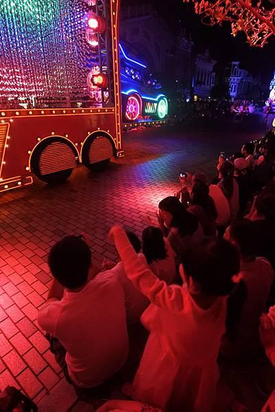 香港迪士尼樂園:「迪士尼光影匯」夜間巡遊 (3).JPG