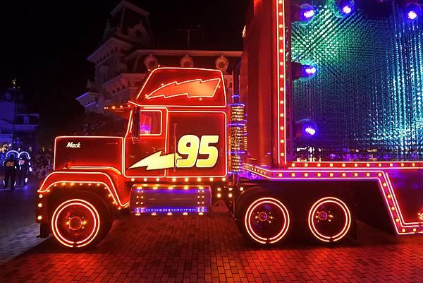 香港迪士尼樂園:「迪士尼光影匯」夜間巡遊 (1).JPG