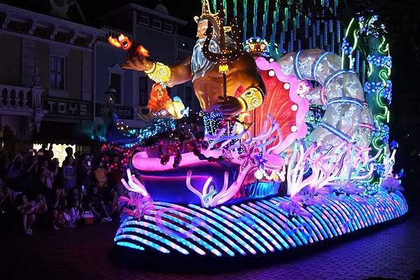 香港迪士尼樂園:「迪士尼光影匯」夜間巡遊 (9).JPG