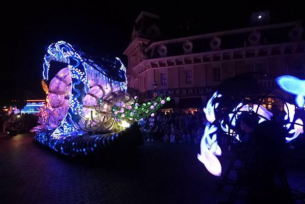 香港迪士尼樂園:「迪士尼光影匯」夜間巡遊 (12).JPG