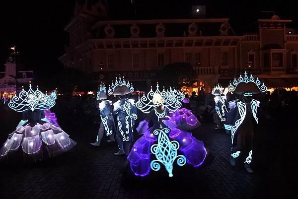 香港迪士尼樂園:「迪士尼光影匯」夜間巡遊 (15).JPG