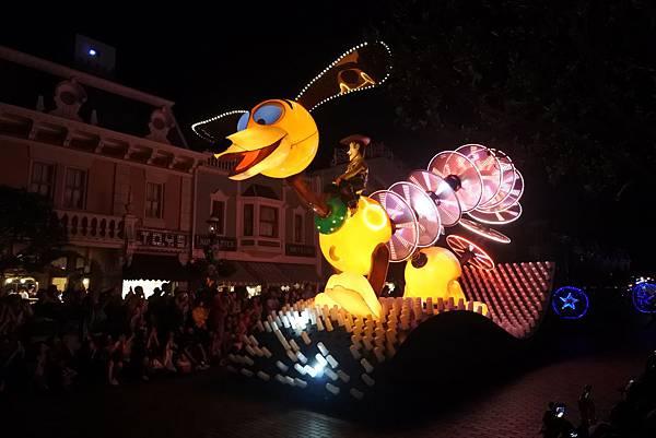 香港迪士尼樂園:「迪士尼光影匯」夜間巡遊 (21).JPG