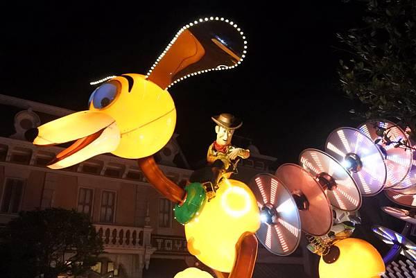 香港迪士尼樂園:「迪士尼光影匯」夜間巡遊 (22).JPG