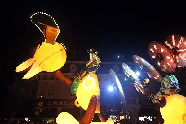 香港迪士尼樂園:「迪士尼光影匯」夜間巡遊 (23).JPG