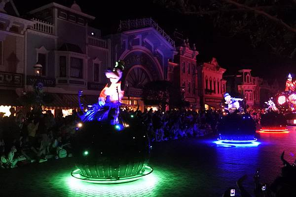 香港迪士尼樂園:「迪士尼光影匯」夜間巡遊 (25).JPG