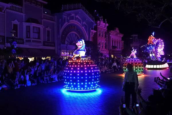 香港迪士尼樂園:「迪士尼光影匯」夜間巡遊 (26).JPG