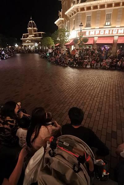 香港迪士尼樂園:「迪士尼光影匯」夜間巡遊 (49).JPG
